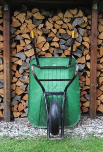 Gartenarbeit (Brennholz)